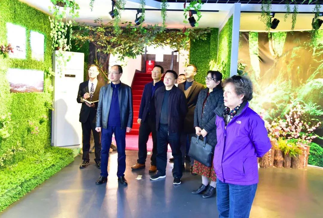 郭军代表(右一),张玉珍代表(右二),吴晓华处长(左四),谢光球处长(左